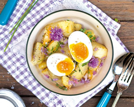 Insalata-di-patate-con-uova-quasi-sode-470x377